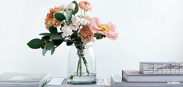 Váza és könyv